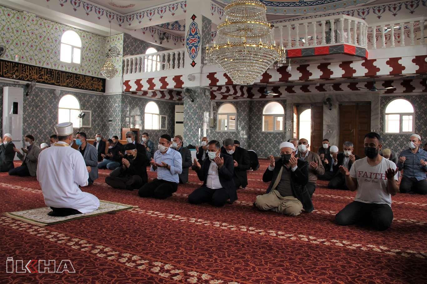 Halkın tercihi teravih namazını camide kılmaktan yana