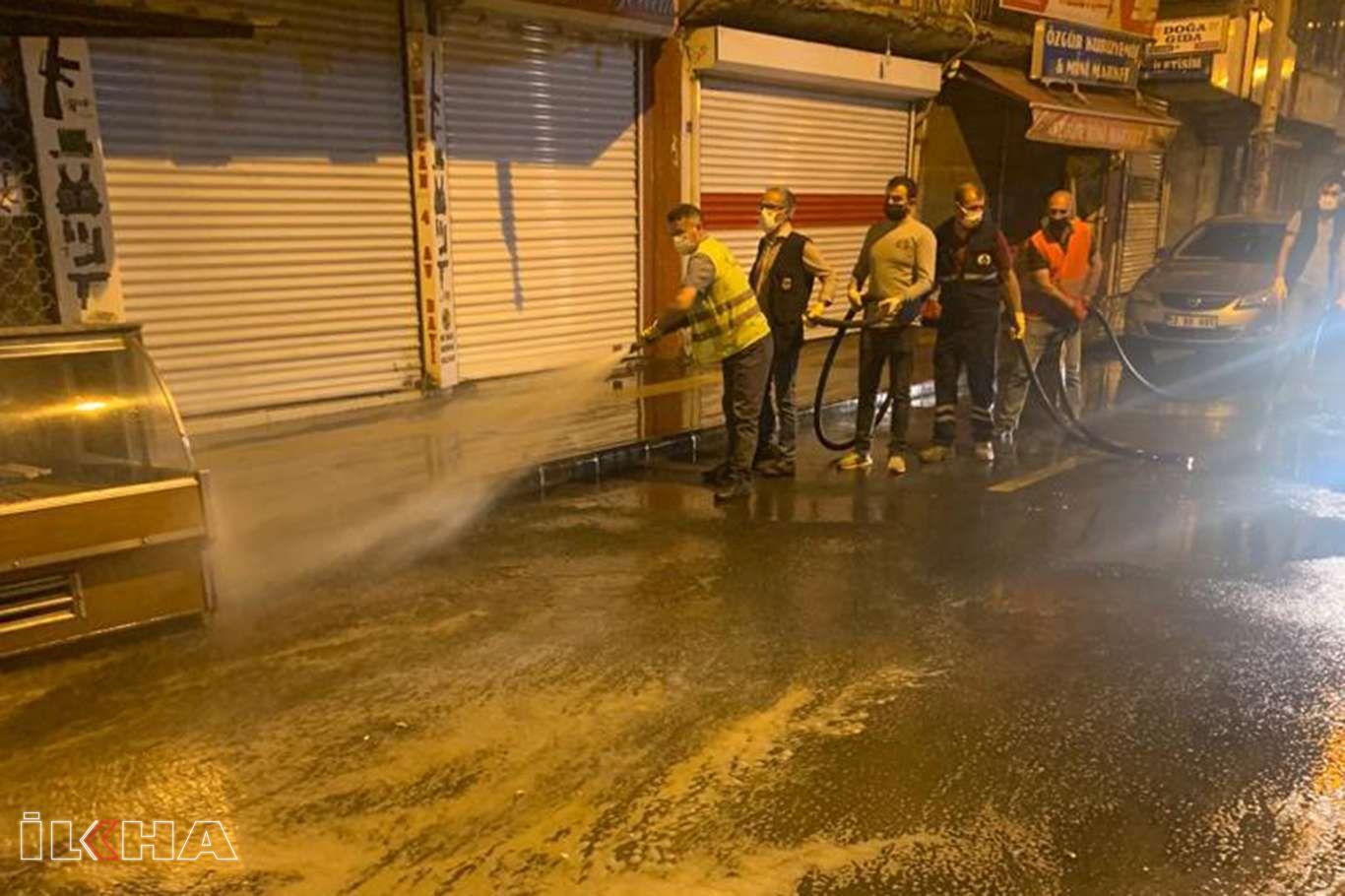 Diyarbakır sokakları tam kapanma sürecinde yıkanarak temizleniyor