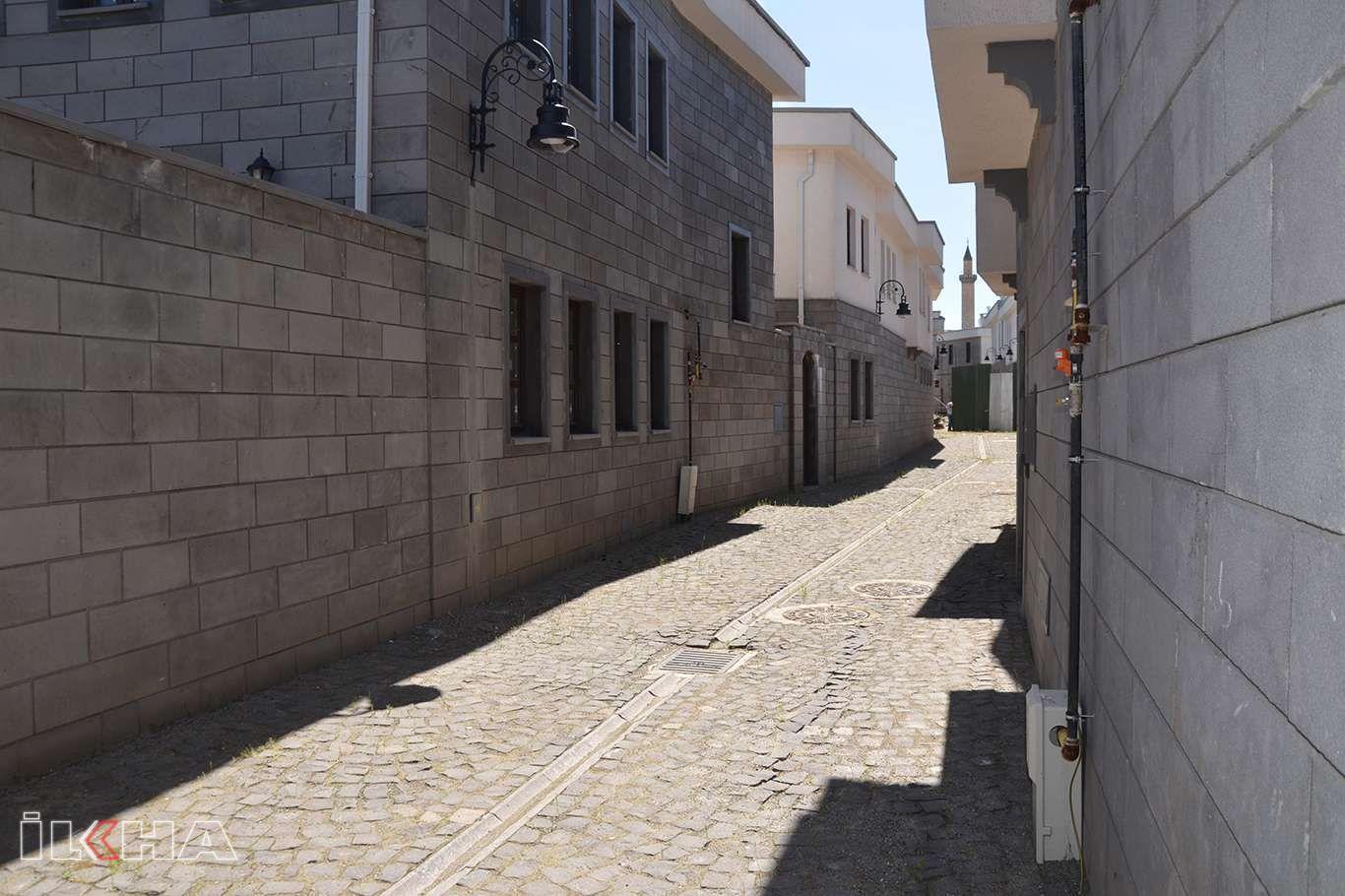 Sur mağdurlarından evlerinin tamamlanmadan teslim edilmesine tepki