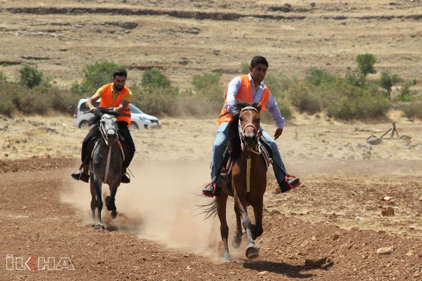 15 Temmuz şehidleri anısına rahvan at yarışı düzenlendi