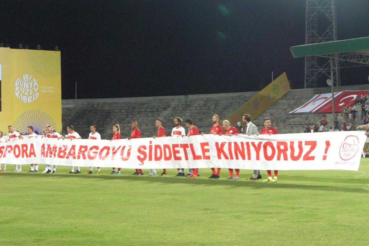 Kıbrısta şöhretler maçında dünyaya mesaj: Sporda ambargoya hayır