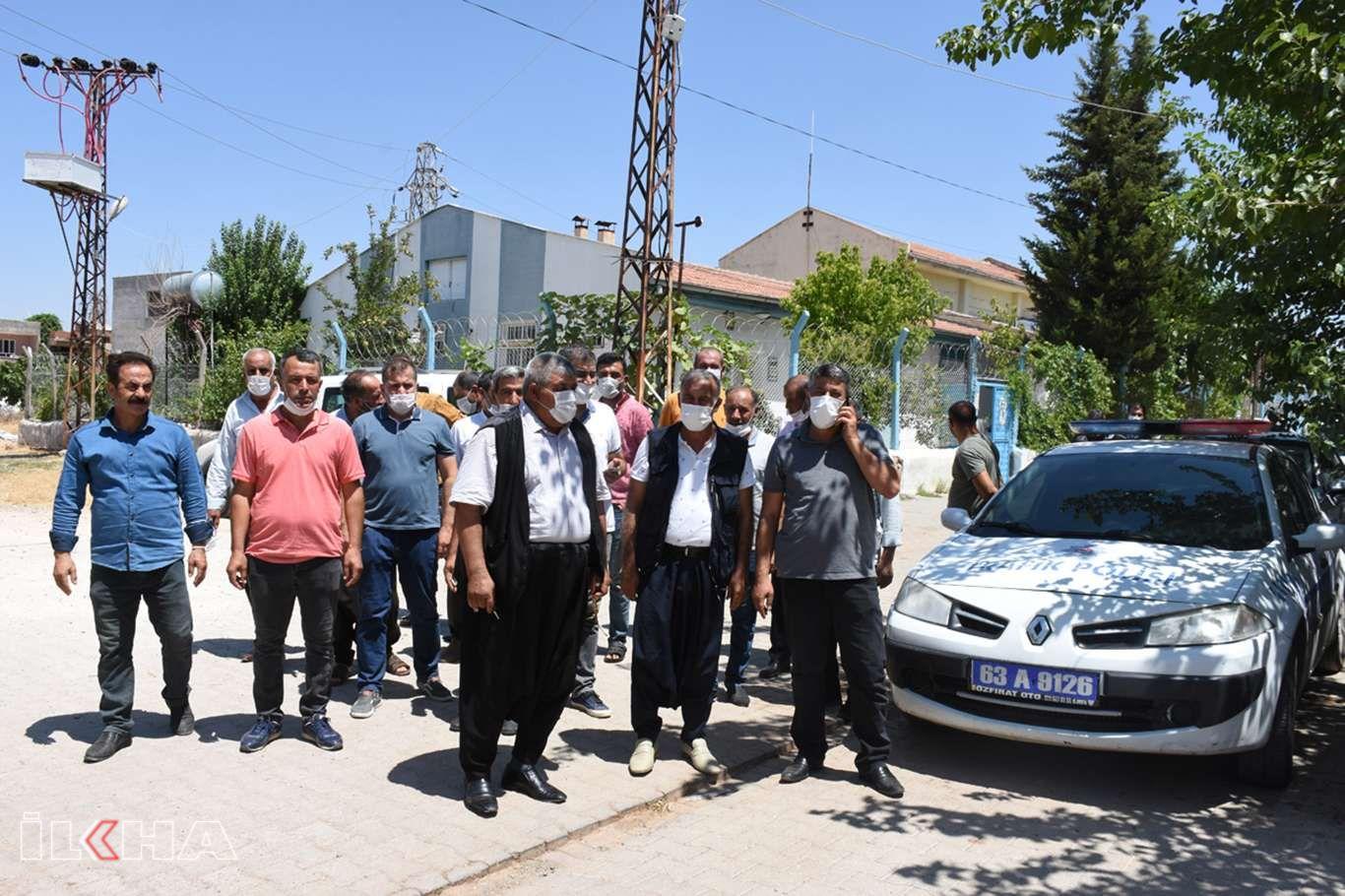 Elektrik kesintilerini protesto eden muhtarlar DEDAŞa yürüdü