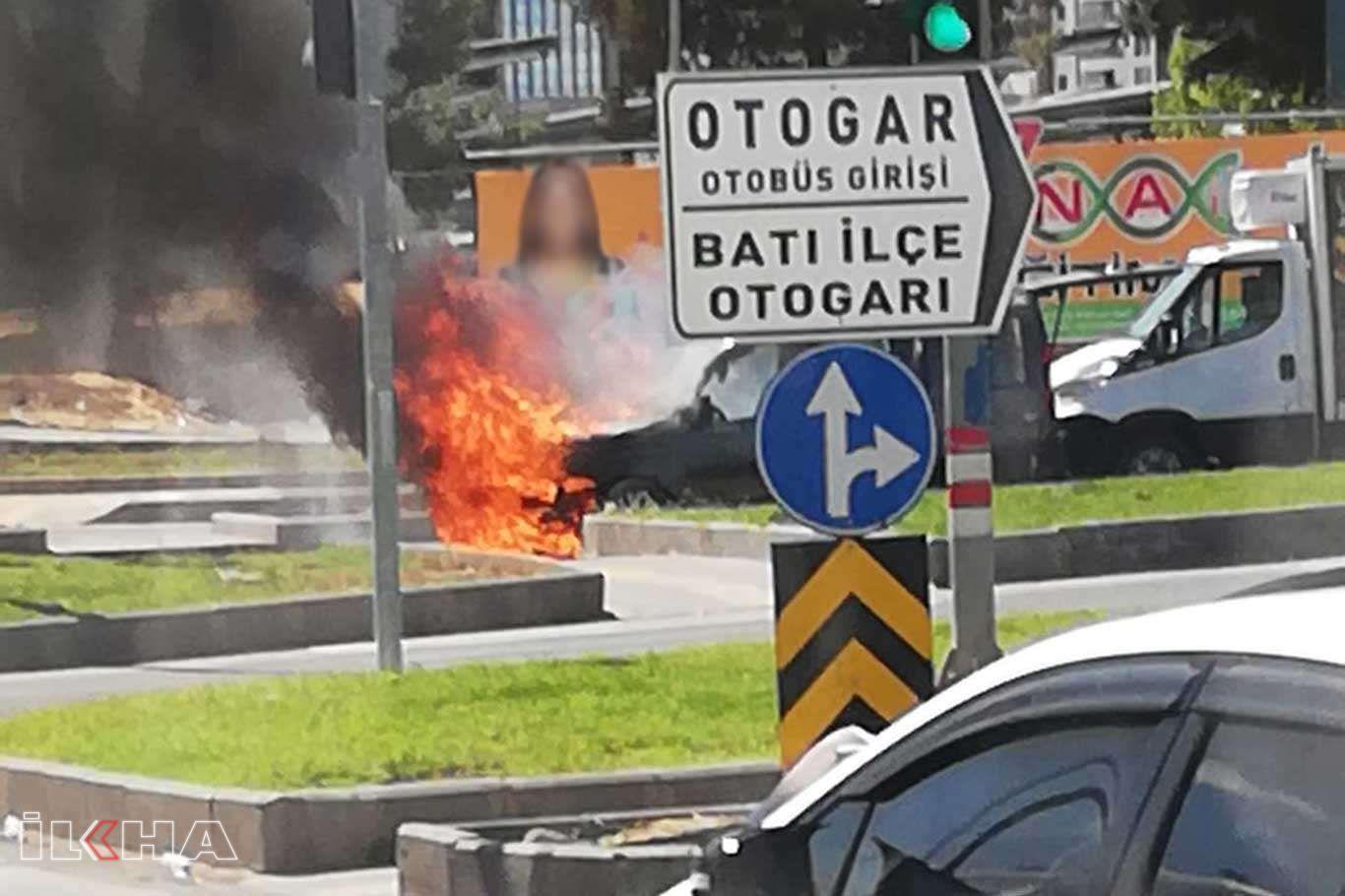 Diyarbakırda bir araç alev alev yandı