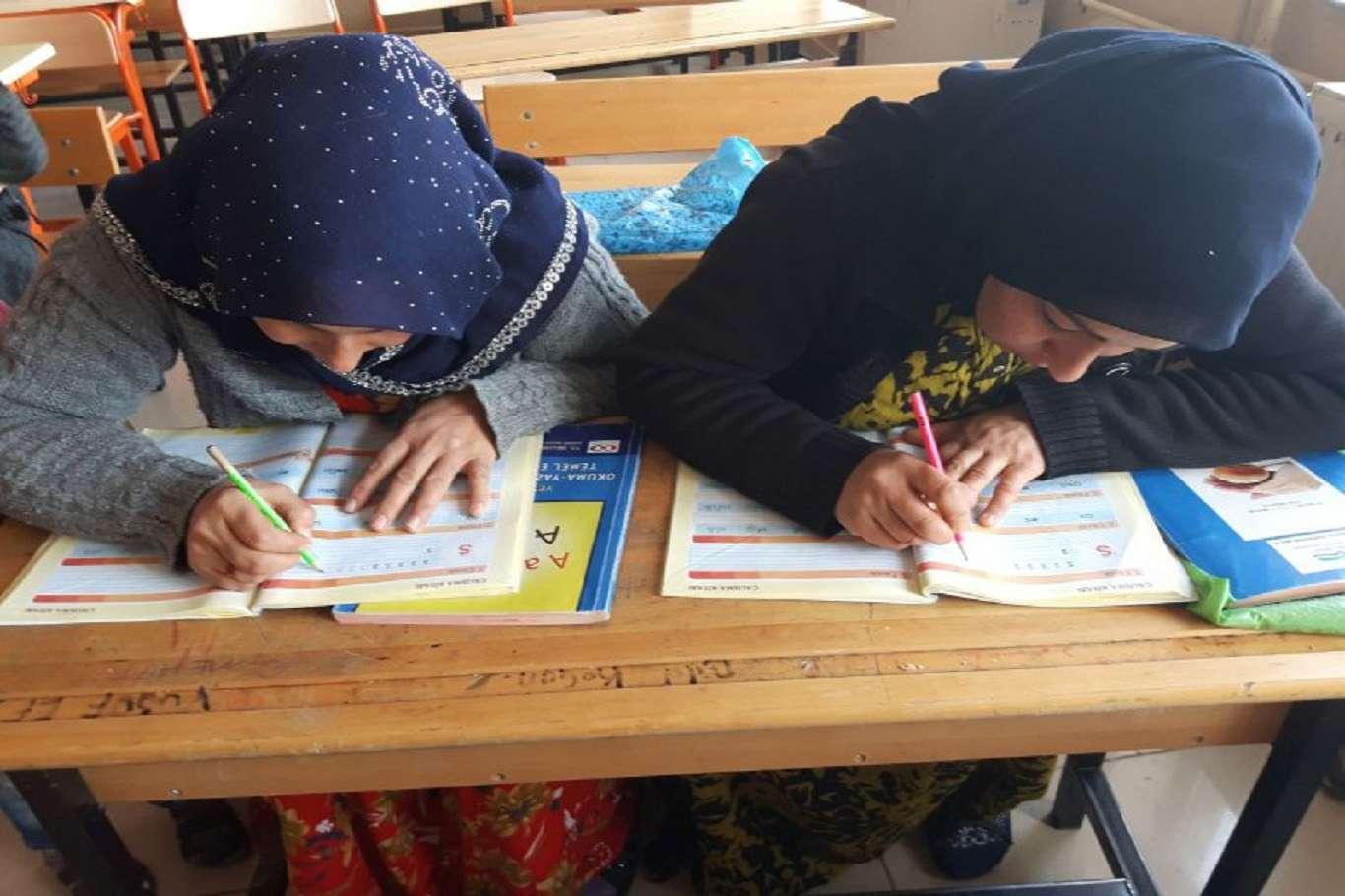 """""""Okuma Yazma Bilmeyen Kalmasın"""" sloganıyla kurslar açılıyor"""