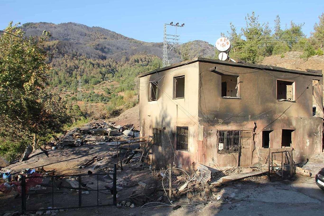 Bakan Kurum orman yangını ve selden etkilenen kentlerin hasar verilerini paylaştı