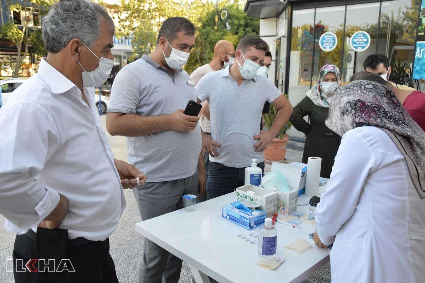 Hastanede virüs kapma endişesi taşıyanlar aşı çadırlarını tercih ediyor