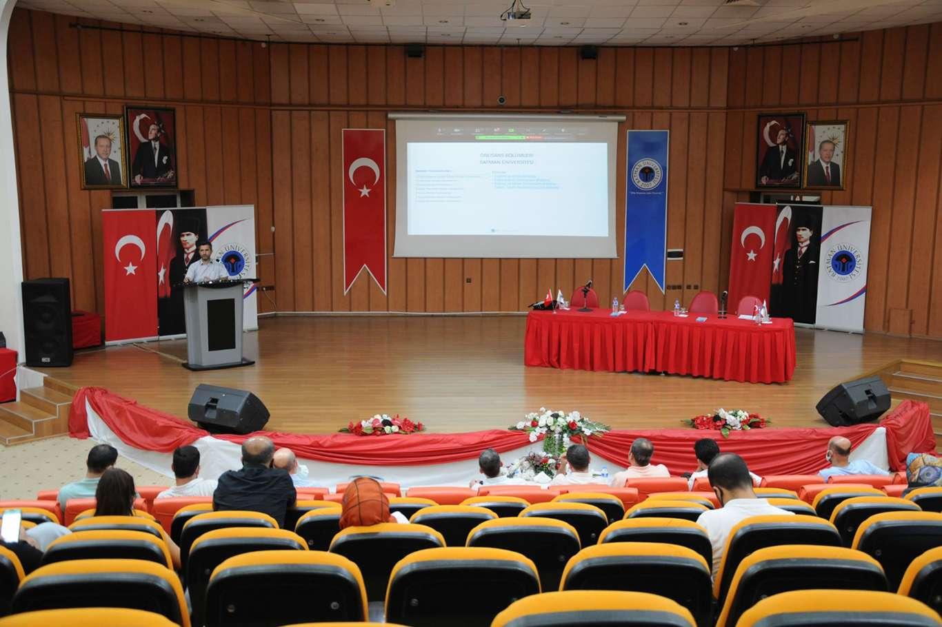 Batman Üniversitesi MEB lise yöneticileri ve rehber öğretmenlerine tanıtıldı