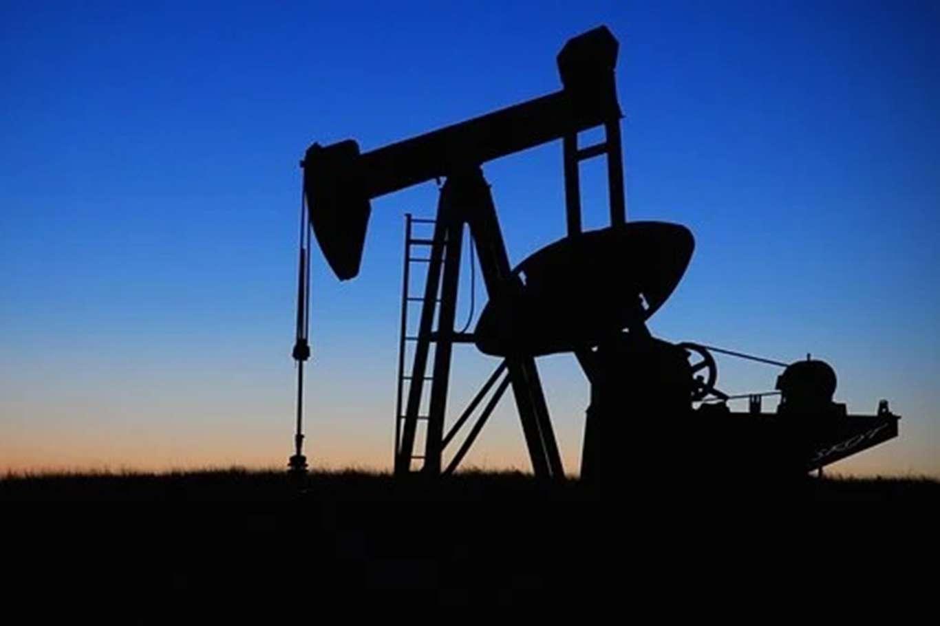 Brent petrolün varili uluslararası piyasalarda 70 dolardan işlem görüyor