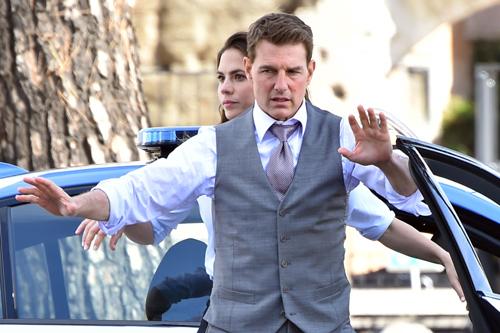 Tom Cruise Başrollü Mission Impossible 7 Görselinde Tüm Ekip Bir Arada!