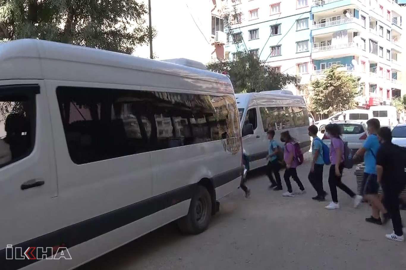 Veliler okul çıkışı yaşanan araç ve öğrenci yoğunluğunun kazalara sebebiyet vermesinden endişeli