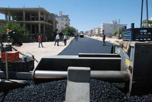 Midyat'ta asfaltlama çalışmaları devam ediyor