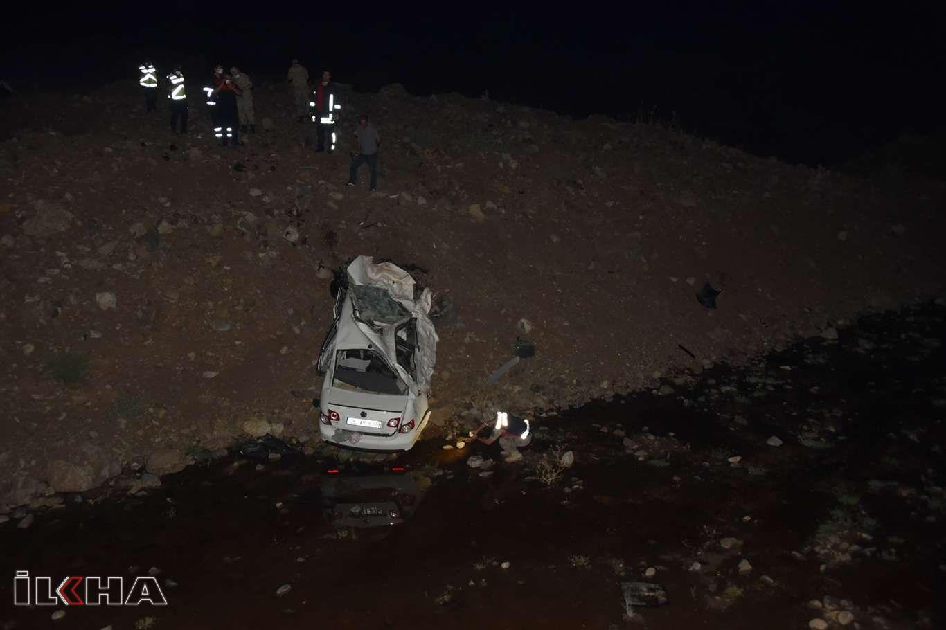 Şanlıurfada otomobil köprüden aşağı uçtu: 2 ölü, 1 yaralı