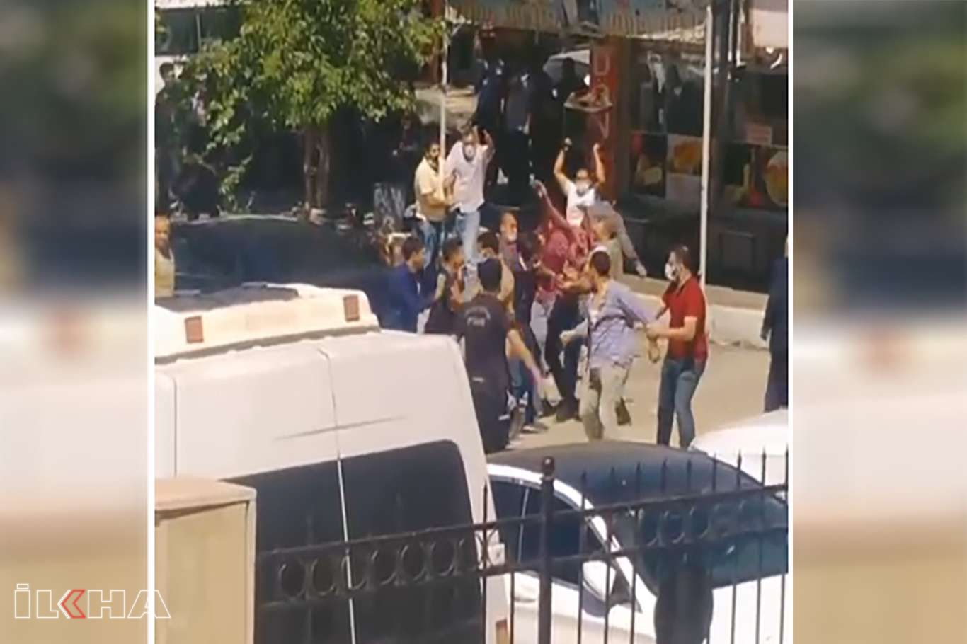 Adliye Sarayı önünde iki aile fertleri arasında kavga