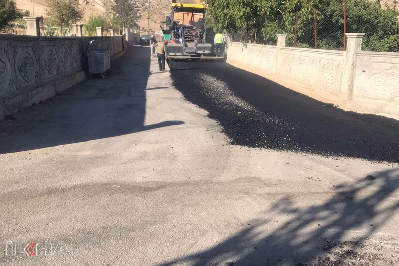 Eruh genelinde başlatılan altyapı ve asfalt çalışmaları devam ediyor