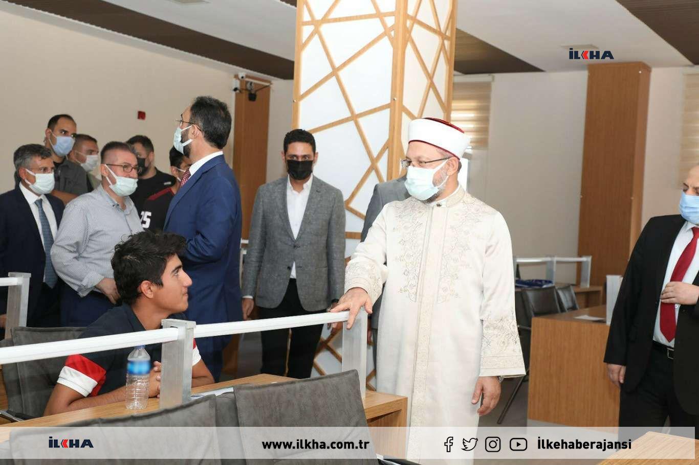 Diyanet İşleri Başkanı Erbaş, gençlik ve kültür merkezini ziyaret etti