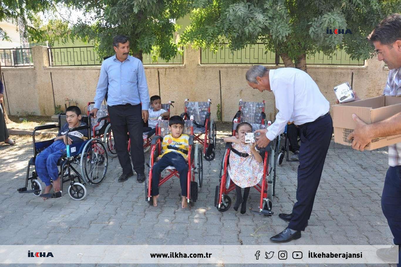 Şırnakta engellilere tekerlekli sandalye hediye edildi