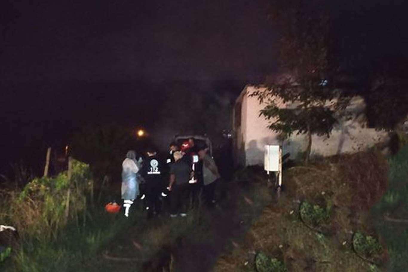 Sakaryada ev yangını: Baba ve üç çocuğu hayatını kaybetti