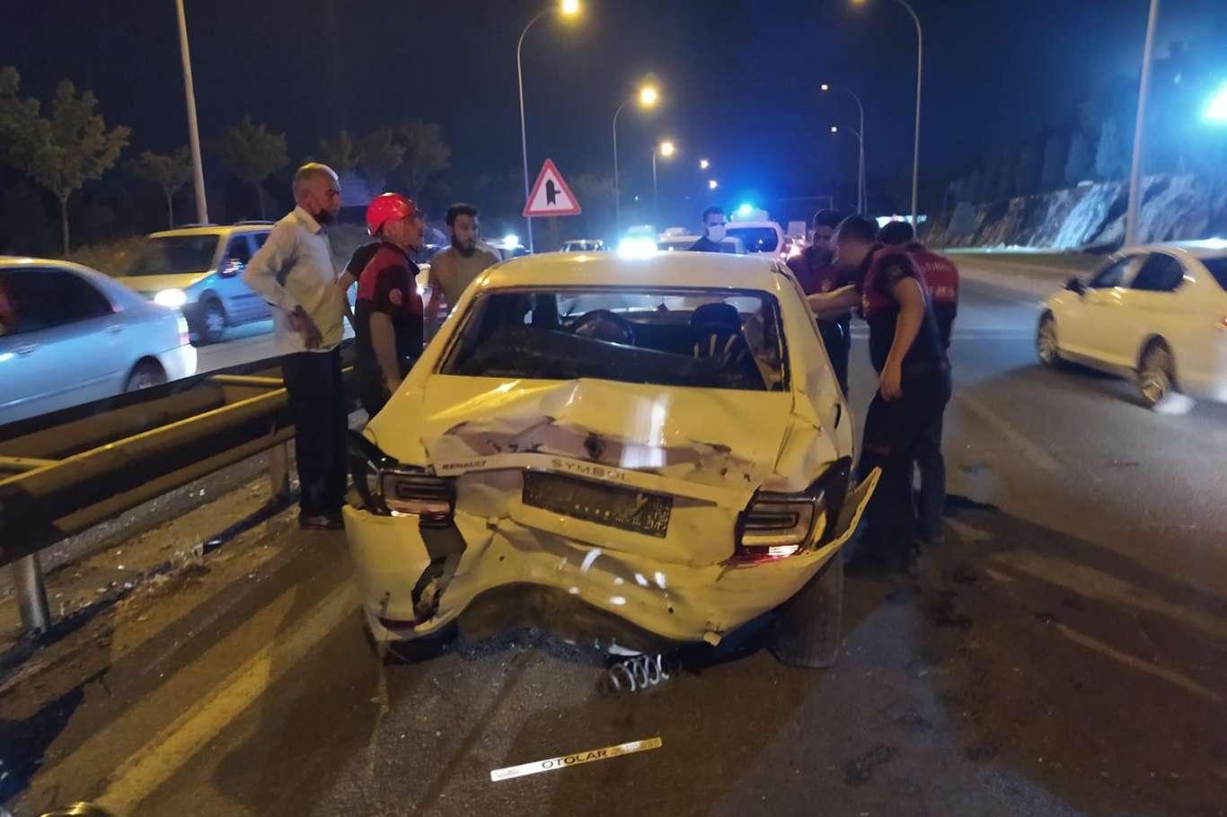 Şanlıurfada 5 aracın karıştığı zincirleme kazada 2 kişi yaralandı