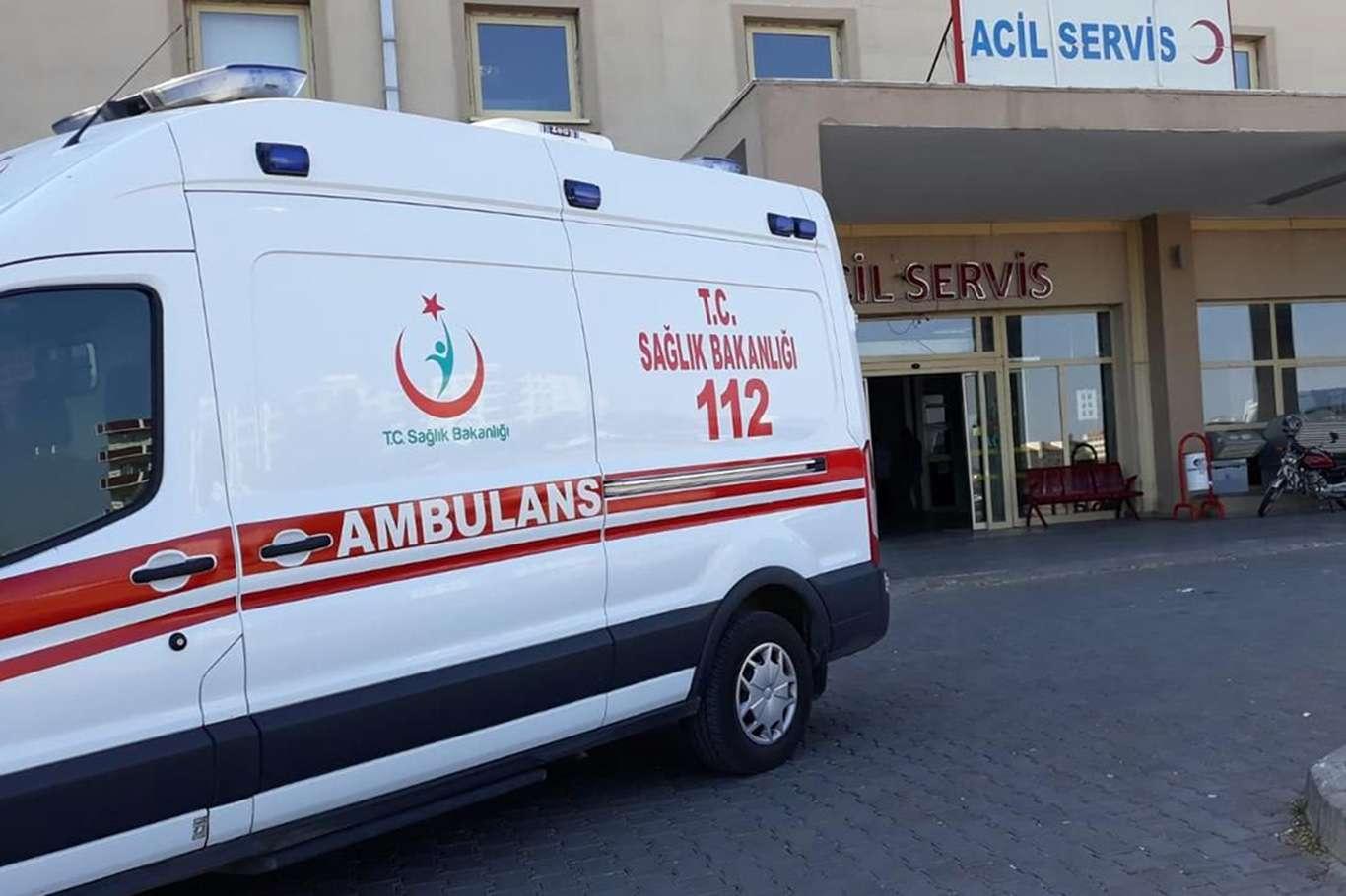 Mevsimlik işçileri taşıyan minibüs tıra çarptı: 2si bebek 17 yaralı