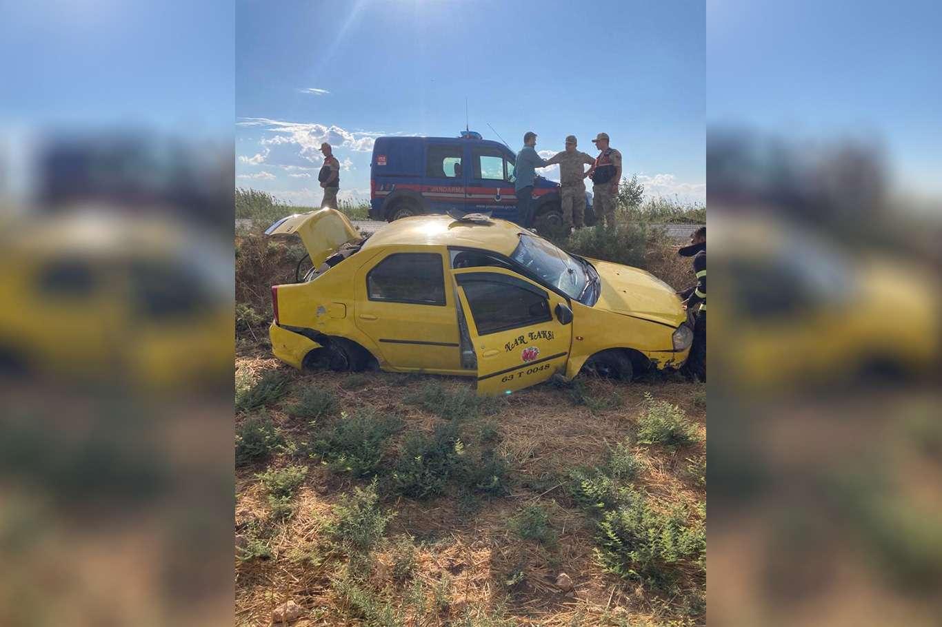 Şarampole devrilen ticari takside bulunan 2 kişi yaralandı