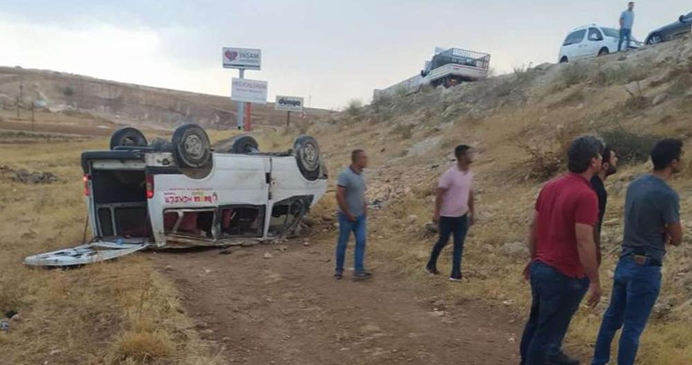 İşçileri taşıyan araç şarampole yuvarlandı: 3 yaralı